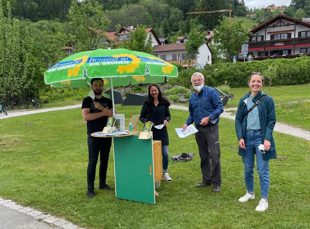 Infostand am Hopfensee: Parkplatz- und Radwegdebatte mit Bürgermeister