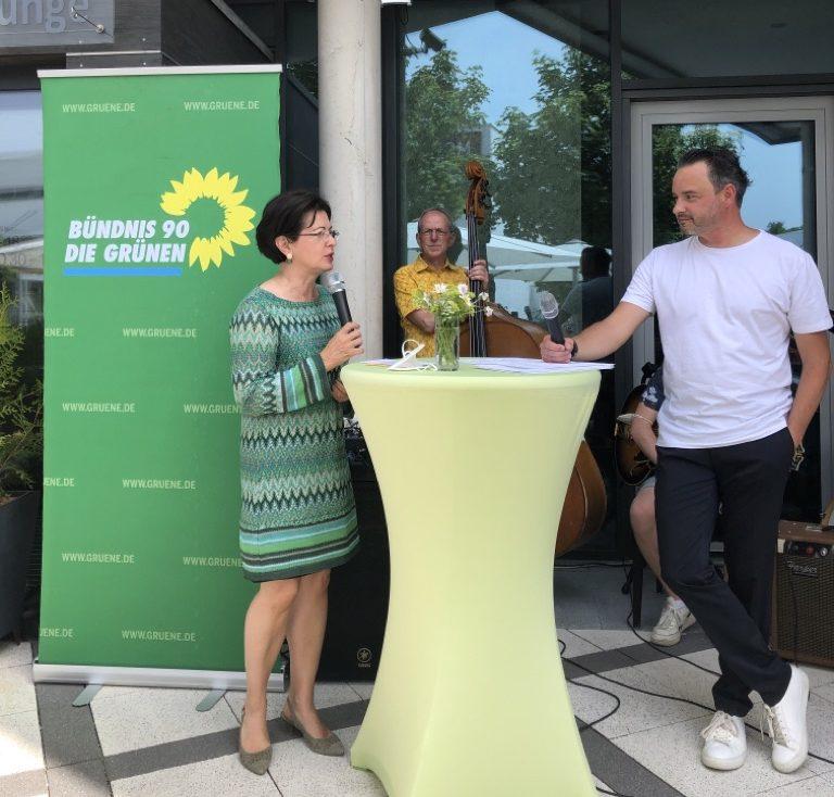 Barbara Lochbihler und Daniel Pflügl auf den Stiftsterassen
